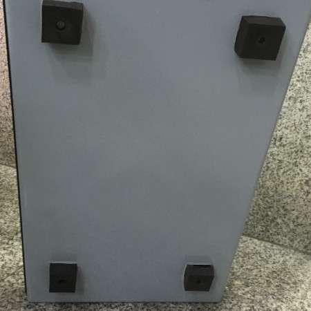 Base anti-vibrática - Isolamento a vibrações e ruído estrutural para mesas de corte em talhos ou pequenos equipamentos.